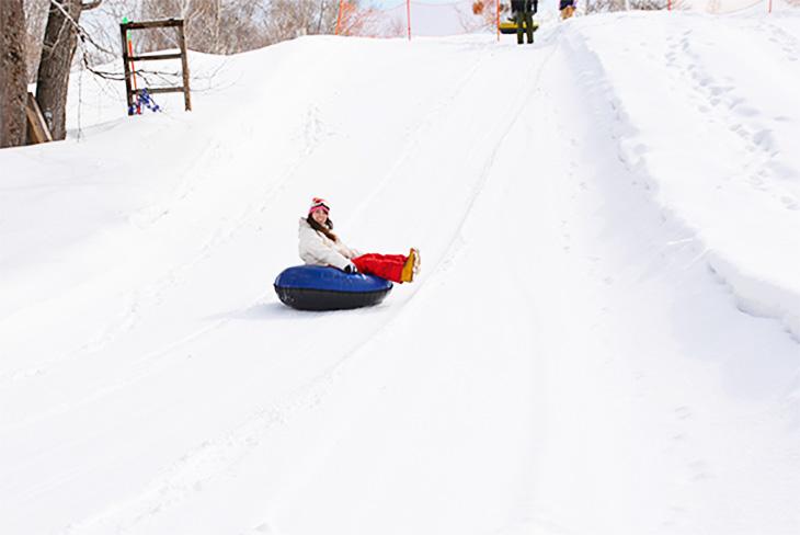 24 GOOD SEASONS SNOW WINTER KIDS AT PLAY ICESKATING SLEDS FABRIC NO