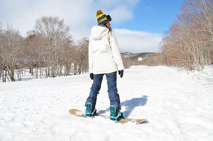 Prepare wear and snowboard equipment - Japan Ski Guide